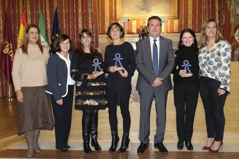 La abogada Amalia Calderón y la Asociación de Mujeres en Zona de Conflicto reciben los premios Mujer 2018 del Ayuntamiento de Sevilla