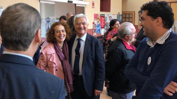 Buscando el voto de los abogados de los pueblos de Sevilla